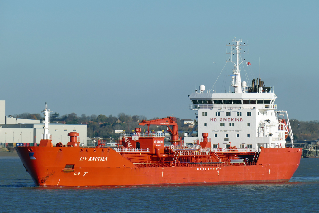 UK Shipping: LIV KNUTSEN in St Clements Reach heading for