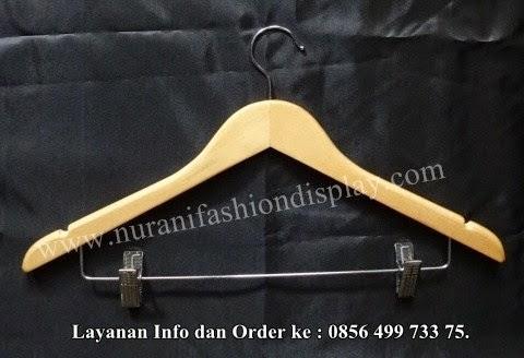 Hanger Kayu Jepit