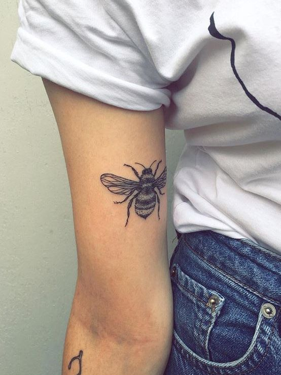 significado-tatuaje-abeja