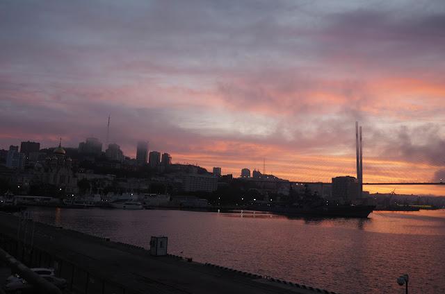 Владивосток, восход над бухтой Золотой Рог