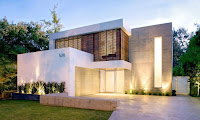Contemporary House Design Idea with Yard
