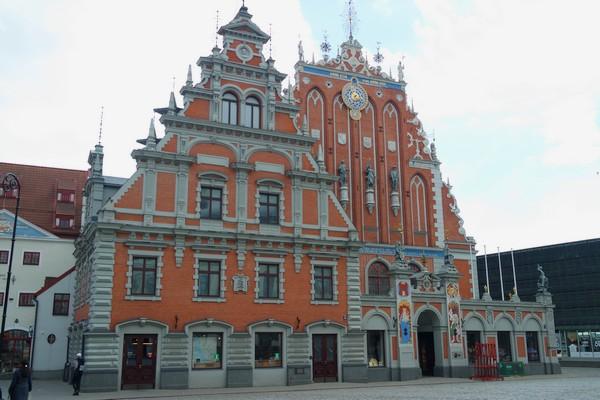 riga vieille ville old town maison têtes noires
