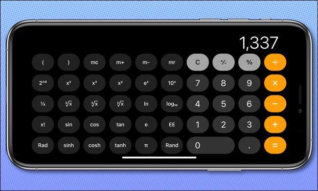 تطبيق iPhone Calculator في اتجاه أفقي ، يعرض الوضع العلمي.