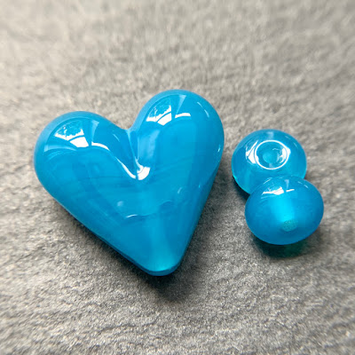 Handmade lampwork glass heart bead by Laura Sparling made with CiM Surf's Up