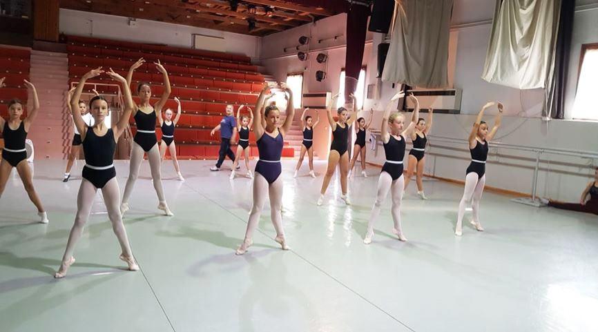 Με επιτυχία ολοκληρώθηκε το σεμινάριο κλασικού και σύγχρονου χορού