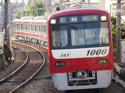 追浜駅に到着する京急1000形