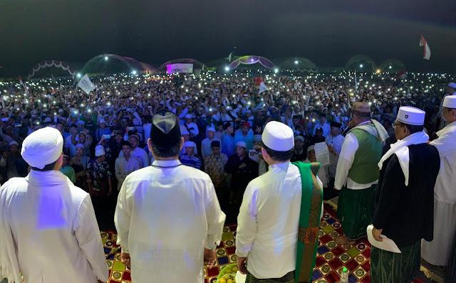 """Tabligh Akbar di Sampang, Ratusan Ribu Warga Bertakbir dan Teriakkan """"Prabowo Presiden"""""""