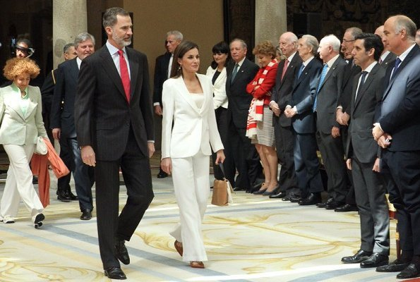 Queen Letizia carried Carolina Herrera Authentic NWT and Authenticity Card Camelot Collection Handbag, white blazer and trousers, Magrit pumps