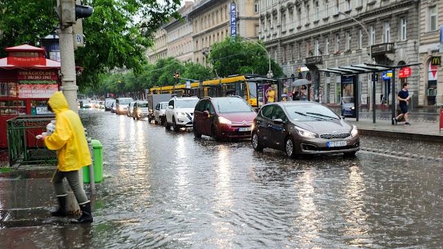 Országszerte sok helyen okozott fennakadásokat az esőzés