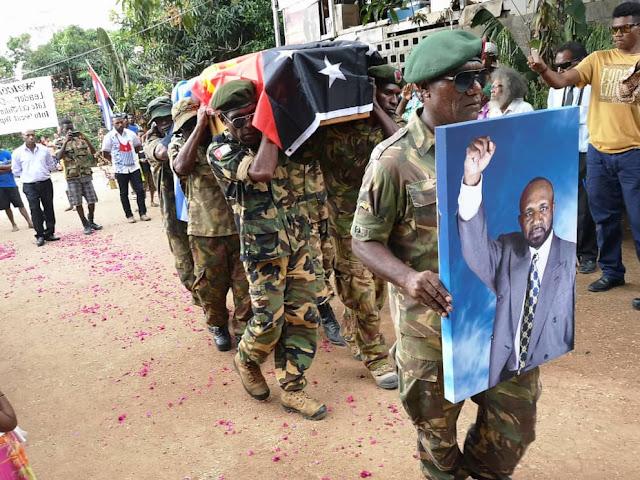 West Papua Army Pimpin Parade Upacara Militer, Mengusung Jenazah Alm. John Talu