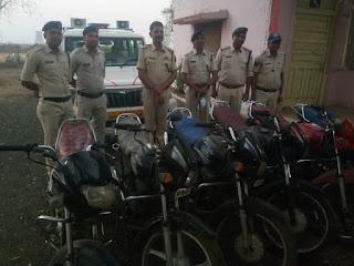 बीड पुलिस को मिली बड़ी सफलता, 6 मोटरसाइकिल सहित अपराधी गिरफ्तार