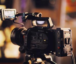 filmadora no tripé