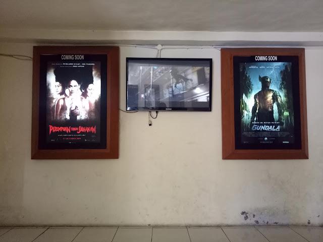 Poster cooming soon dalam bioskop
