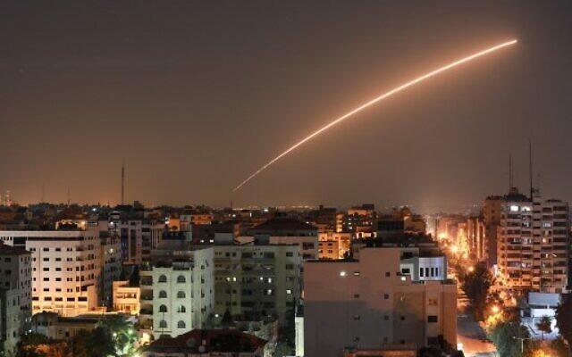 Israel  amanhece sob ataque  massivo de foguetes