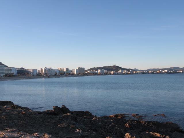 die Halbinsel Punta de n'Amer auf der Baleareninsel Mallorca: Blick auf Cala Millor