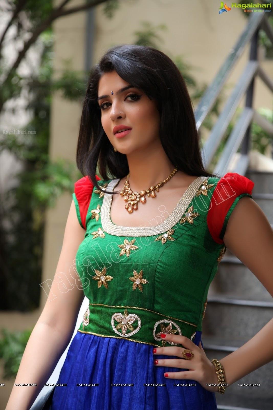 Only Actress Deeksha Seth Hd Photos Green Dress-8679