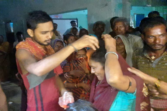 21 साल के युवक के प्यार में पागल हुई 4 बच्चों की मां, गांववालों ने डलवाया सिंदूर