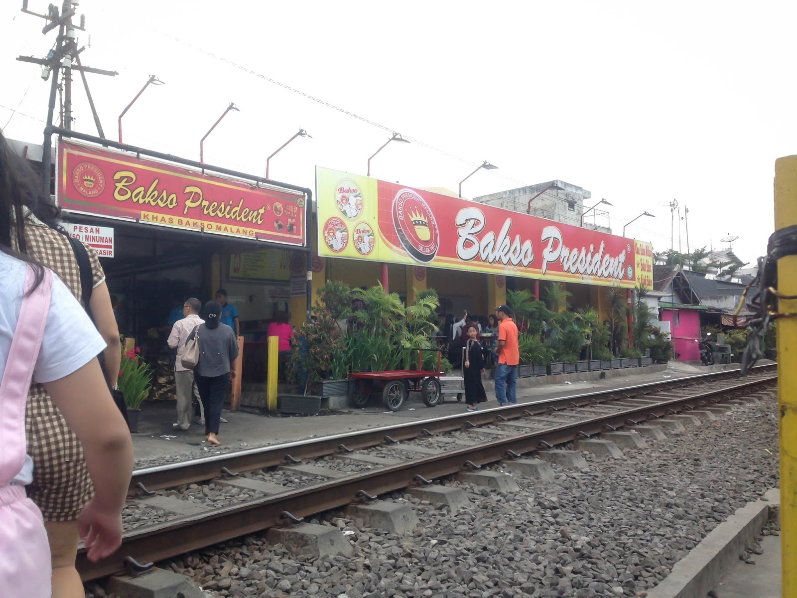 Food Travel Malang Batu Culinary Degortez City Tour Dan Next Up Is One Of Most Famous Spots Bakso President It Such A Unique Place Because Located Right To Train Railway