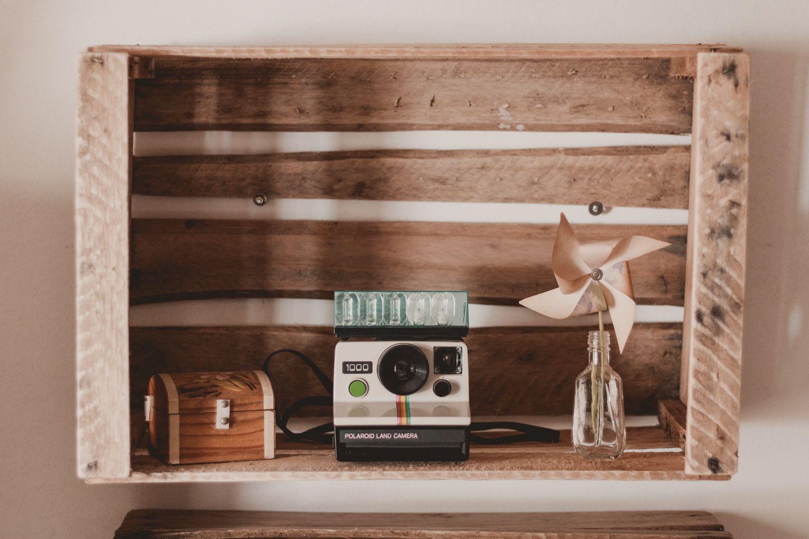 Nichos com caixote de madeira decoração