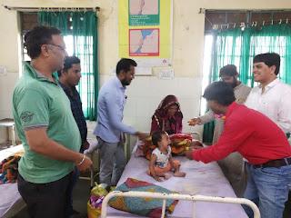 पत्रकार संघ धरमपुरी ने बस्ती के बच्चों के साथ मनाया स्वतंत्रता दिवस, फल व मिठाई का किया वितरण