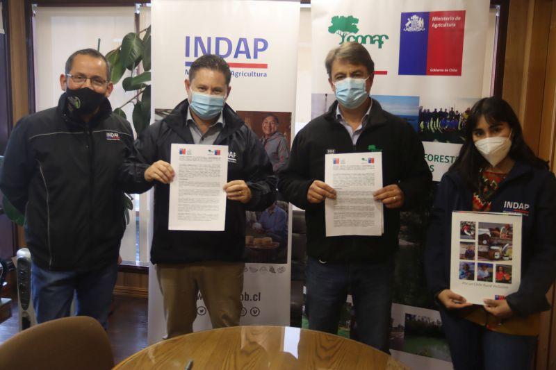 Firman convenio para apoyar el manejo forestal de Agricultores en Comunidades Indígenas