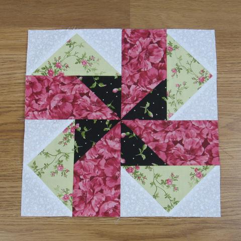 Seesaw Traditional Quilt Block Free Pattern designed by Elaine Huff of Fabric 406