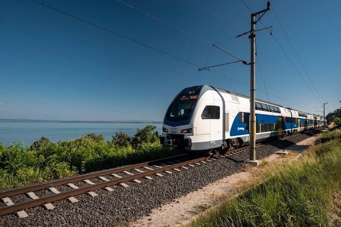 Emeletes motorvonattal is utazhat ezentúl a Balatonra