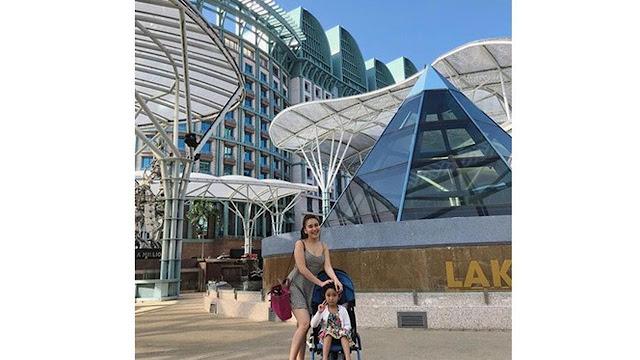 6 Potret Ayu Ting Ting Lliburan di Singapura, Gayanya Jadi Sorotan