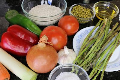 Ingredientes para arroz con espárragos trigueros y verduras