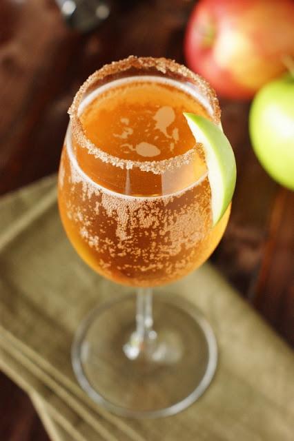 Sparkling Apple Pie Cocktail