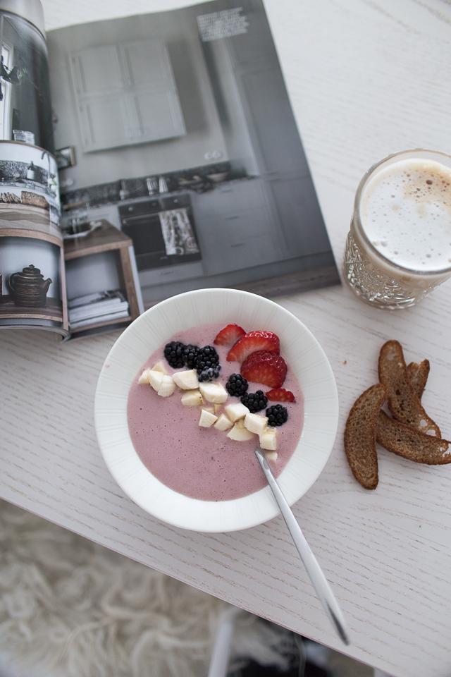 smoothiebowl, aamupala, ruisleipä, kahvihetki