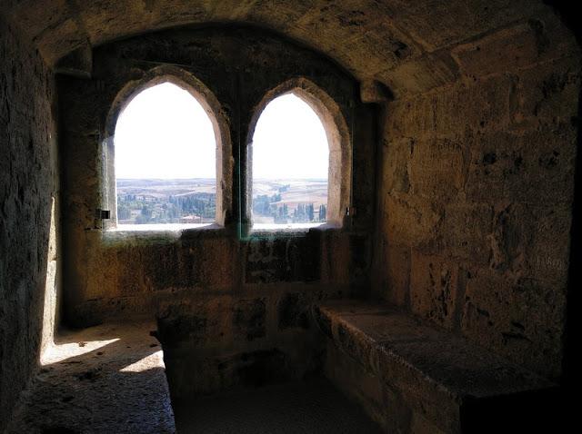 Ventanas en el primer piso de la Torre del Homenaje del Castillo de Peñaranda de Duero
