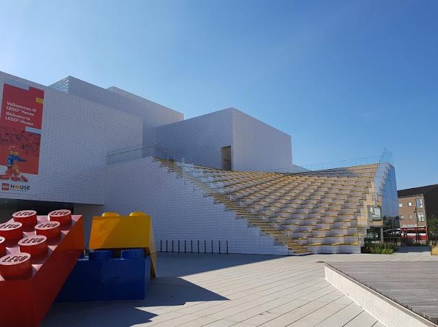 10 Tipps für den Besuch des LEGO House. Damit Ihr bei Eurem Aufenthalt in diesem tollen Haus des Spielens im dänischen Billund möglichst viel Spaß habt, versorge ich Euch auf Küstenkidsunterwegs mit 10 hilfreichen Tipps und Ratschlägen.