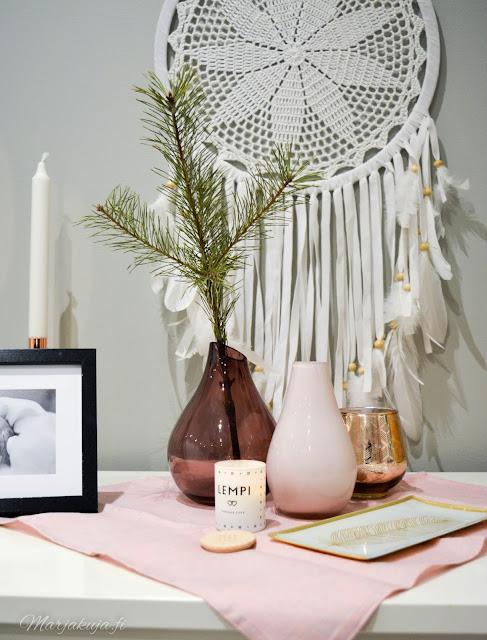 kirppislöytö koti asetelma joulunodotus havu