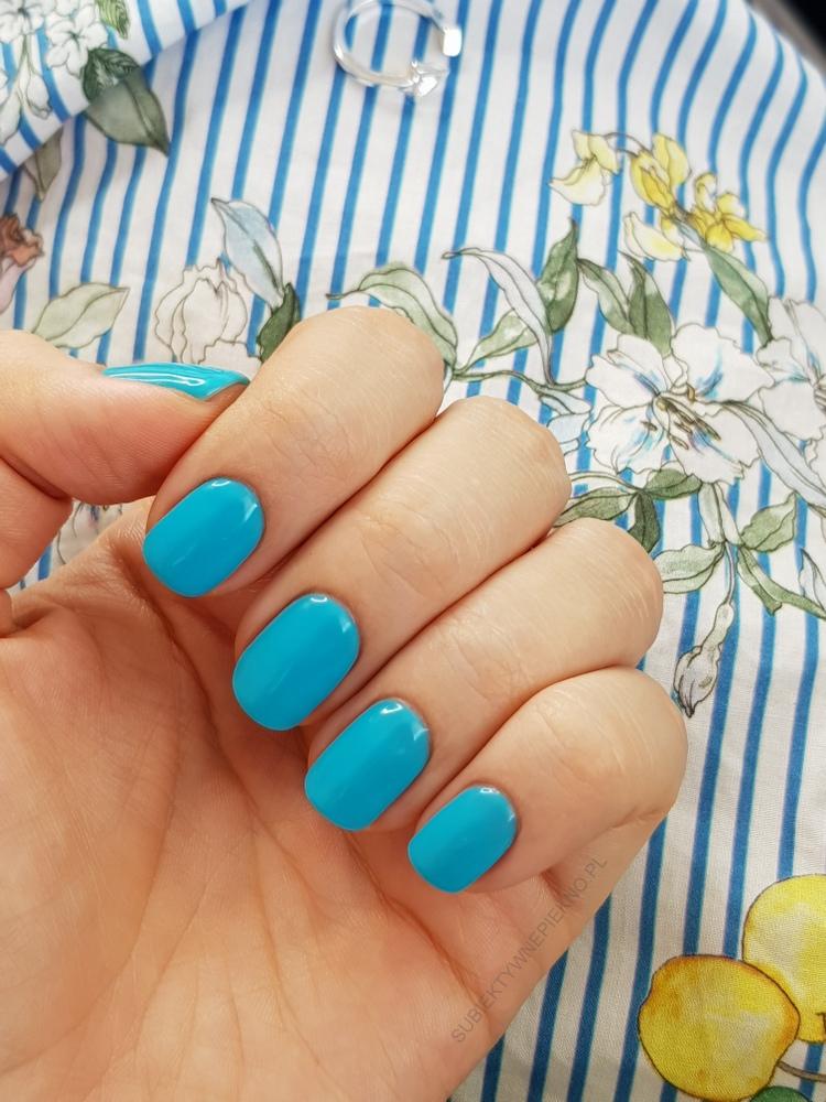 SEMILAC DELICATE BLUE lakier hybrydowy, swatche na paznokciach