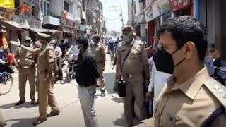 जौनपुर : DM ने दुकानों का निरीक्षण कर कोविड-19 प्रोटोकॉल का सख्ती से पालन करने हेतु दुकानदारो को किया निर्देशित