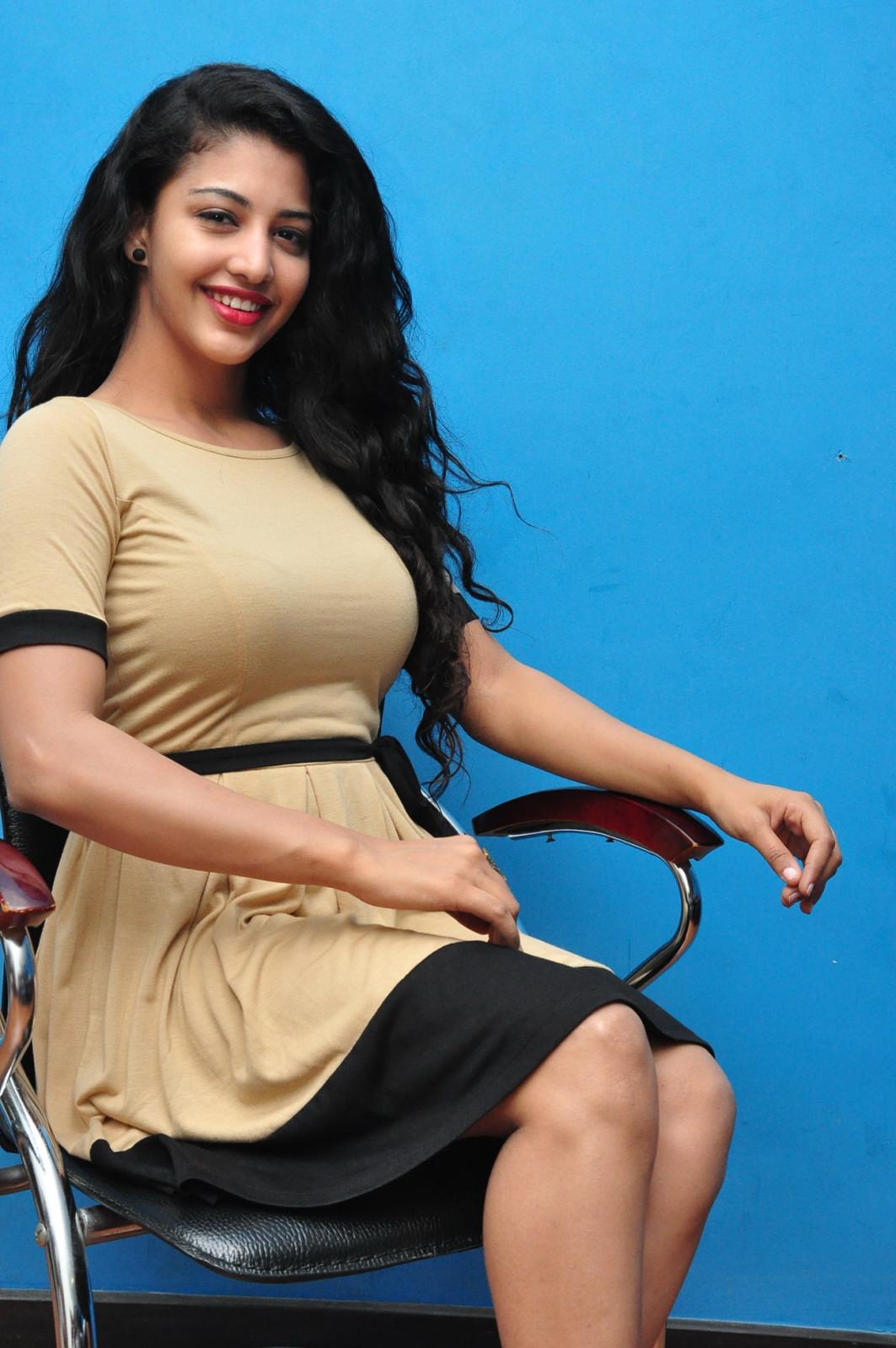 DEBATE sobre belleza, guapura y hermosura (fotos de chicas latinas, mestizas, y de todo) - VOL II - Página 7 Hora-Hori-heroine-Daksha-Nagarkar-photos-007