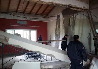 Un electricista falleció trágicamente en la mañana de este lunes al ser aplastado por una pesada viga de concreto cuando trabajaba en la remodelación de una vivienda en el Paraná Country Club de Hernandarias.