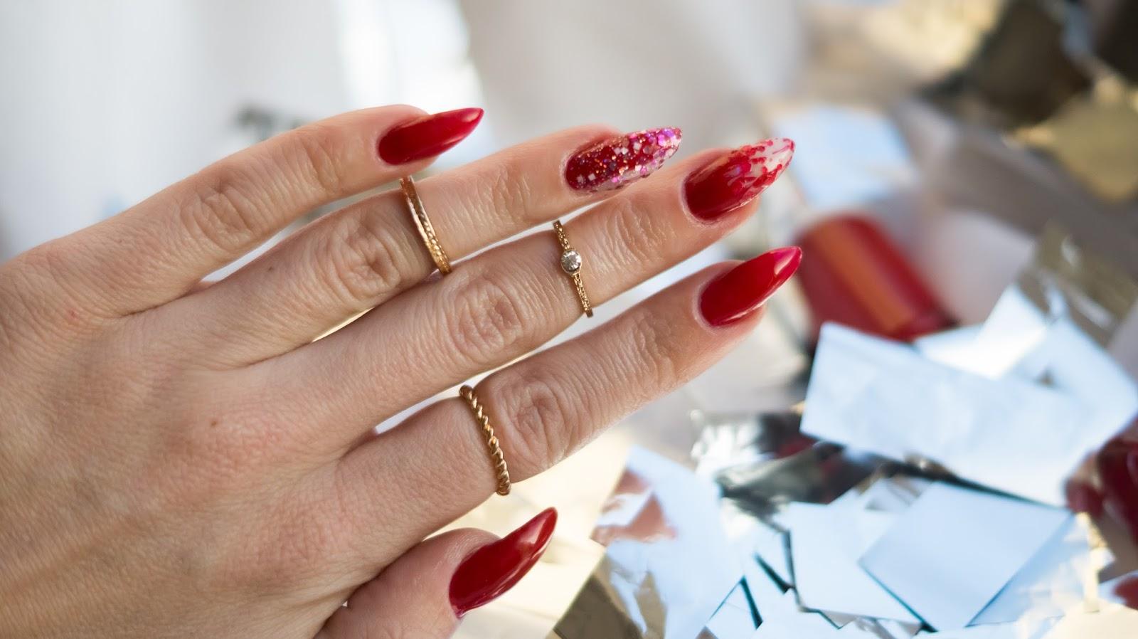 Manicure na Walentynki z Bell czyli paznokcie w kolorze czerwonym.