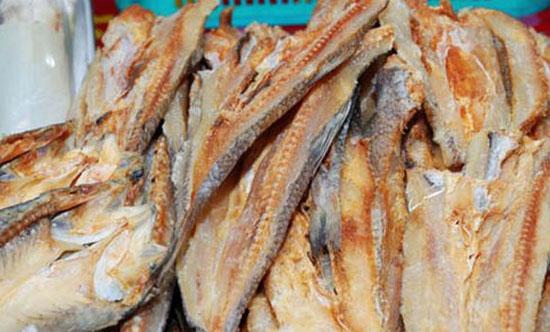 IKAN ASIN : Salah satu menu yang saya sukai IKAN ASIN ini ternyata sedang viral di Indonesia karena kasus yang dikaitkan kepadanya.  Makan Ikan Asin berasa seperti Makan CAVIAR. Elegan Foto dari FImela COM