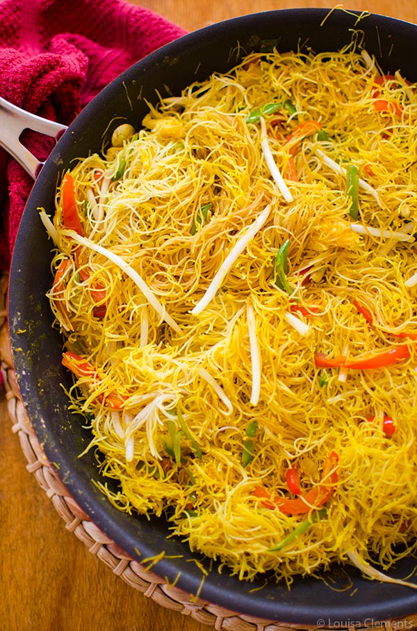 Vegetarian Singapore Noodles by Living Lou