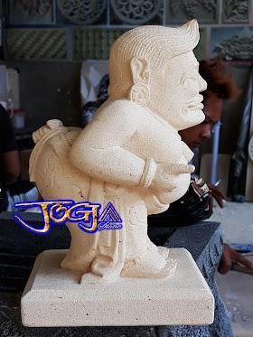 Patung semar batu alam