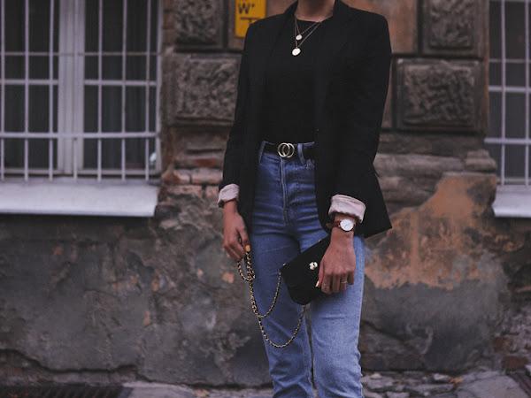 356: Stylizacja w 2 odsłonach: jeansy, czarny T-shirt i buty
