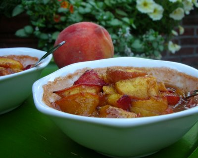 Peach Un-Cobbler, because some times, just the fruit is enough. Recipe (including optional topping), tips, nutrition @ KitchenParade.com.