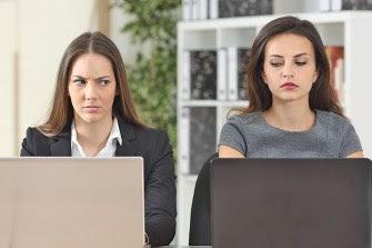 10 Tanda Karyawan yang Buruk