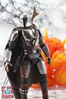 S.H. Figuarts The Mandalorian (Beskar Armor) 22