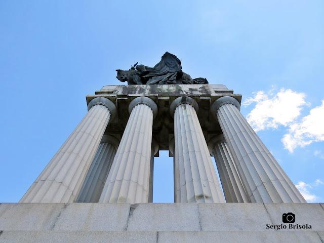Monumento a Ramos de Azevedo (Colunas Dóricas) - Descubra Sampa