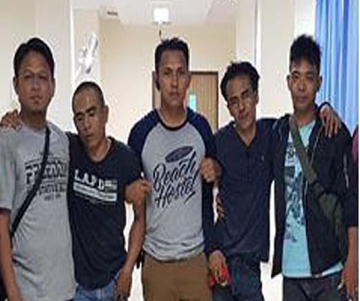 Mis dan Marzuki alias Umar (dua dari kiri dan dua dari kanan) dua tersangka pemilik narkoba di Pardagangan, Simalungun yang ditembak karena berusaha melarikan diri dan melawan saat ditangkap.