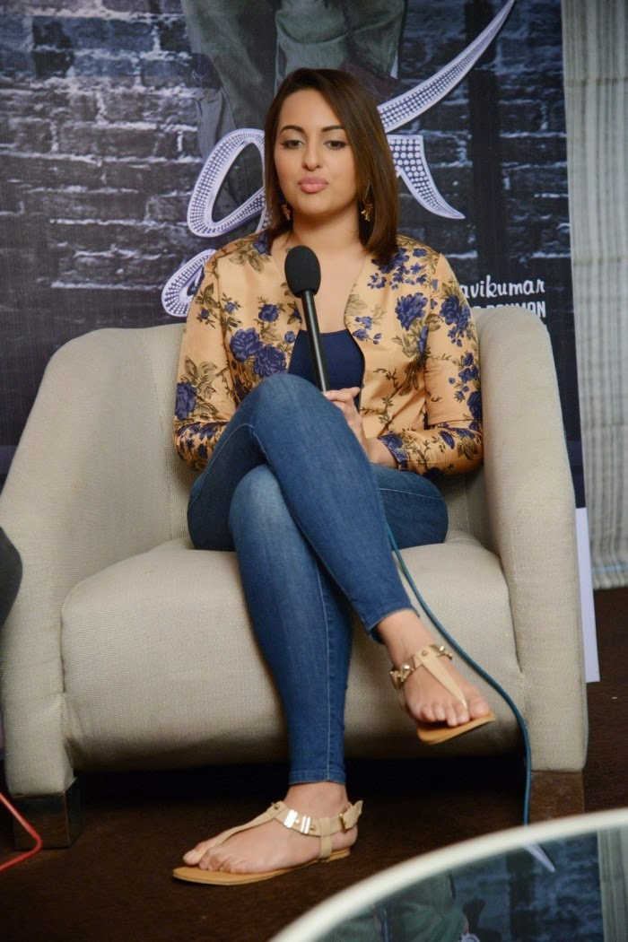 Sonakshi-Sinha-Interview-Photos-about-Lingaa-Movie-2