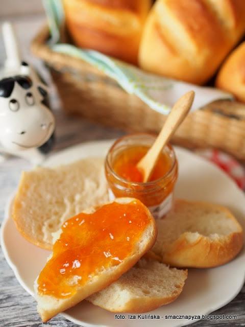 buleczki sniadaniowe, buleczki pszenne, na mleku, sniadanko, domowe wypieki, pieczywo, chleb, symbol, piekarnia